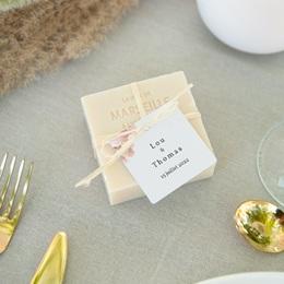 Etiquettes cadeaux mariage Médaillon Floral, carré à nouer pas cher