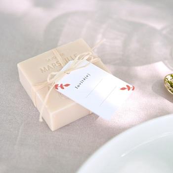 Marque-place mariage Rhapsody floral, invité